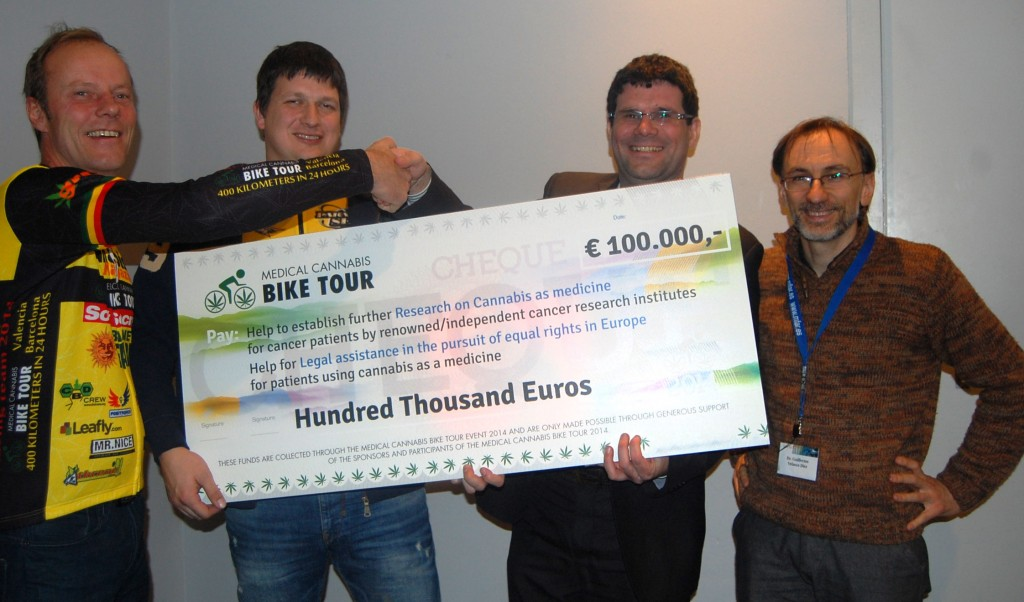 Medical Bike tour handing over check